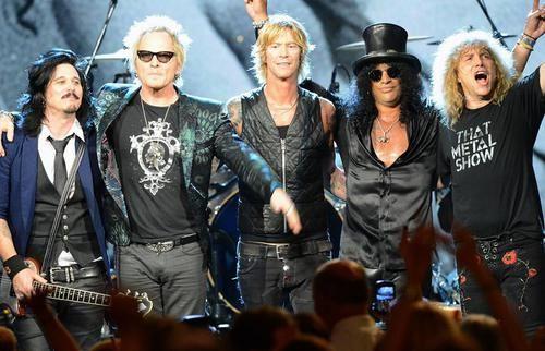 Gilby Clarke, Matt Sorum, Duff McKagan, Slash e Steven Adler - só faltou Axl Rose