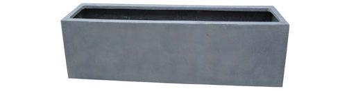 Plantenbak Amazone big 100 cm zwart / grijs VTW De Virginia is een grote pot, een eyecatcher op de vensterbank of op terras. Verkrijgbaar in 2 maten en 2 kleuren. Het gebruikte materiaal is Fiberstone (mengsel van polyester, gemalen graniet en fiberglas), dit maakt de pot supersterk en niet zwaar, maar zorgt wel voor een natuurlijke uitstraling. Lichtgewicht en vorstbestendig. De gehele fiberstone-collectie is zowel voor binnens-als buitenhuis geschikt en zijn verkrijgbaar in uiteenlope...
