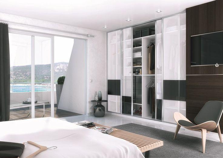 l 39 aluminium et le verre semi opaque des portes coulissantes donnent cet ensemble placard. Black Bedroom Furniture Sets. Home Design Ideas