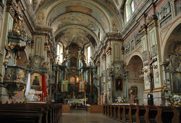 Przemyśl - Kościół i klasztor Franciszkanów. Wnętrze kościoła - fot. G. Karnas
