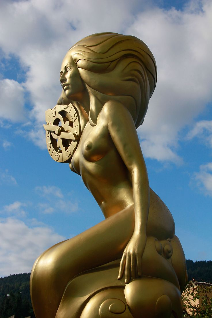 This mermaid sculpture by Thomas Richard McPhee sits in Rotary Park, gazing south east, into the prevailing wind. She was recently re-painted gold.
