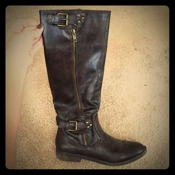 Brown riding boots Brown riding boots. Worn a few times. Some signs of wear. Comes right under the knee R2 Shoes Over the Knee Boots