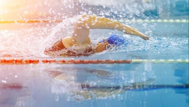 Swimming is a technical sport and it's hard to remember all the little things that are supposed to help you. Narrow your focus with these top 10 essential elements of a good stroke.