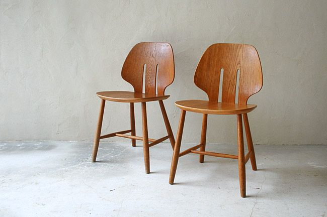 Design / Ejvind A. Johansson Manufacturer / FDB Mobler Material / Oak Made in Denmark