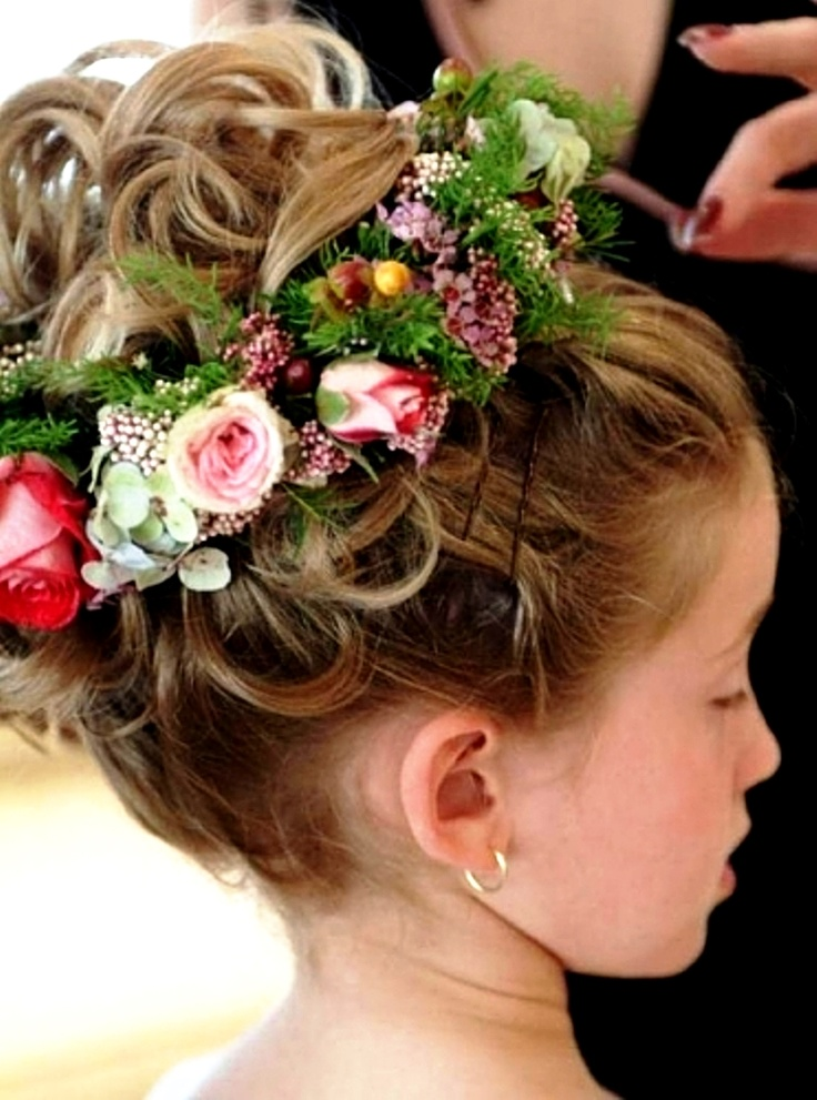 Adorable flower girl hair style! Keywords: #flowergirl #flowergirldresses #weddings #weddingplanning #jevel #jevelwedding #jevelweddingplanning Follow Us: www.jevelweddingplanning.com www.facebook.com/jevelweddingplanning/  www.pinterest.com/jevelwedding/ www.linkedin.com/in/jevel/ www.twitter.com/jevelwedding/ https://plus.google.com/u/0/105109573846210973606/