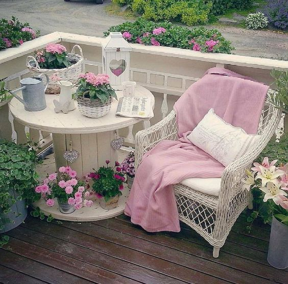 les 25 meilleures id es de la cat gorie jardin style shabby chic sur pinterest salle manger. Black Bedroom Furniture Sets. Home Design Ideas