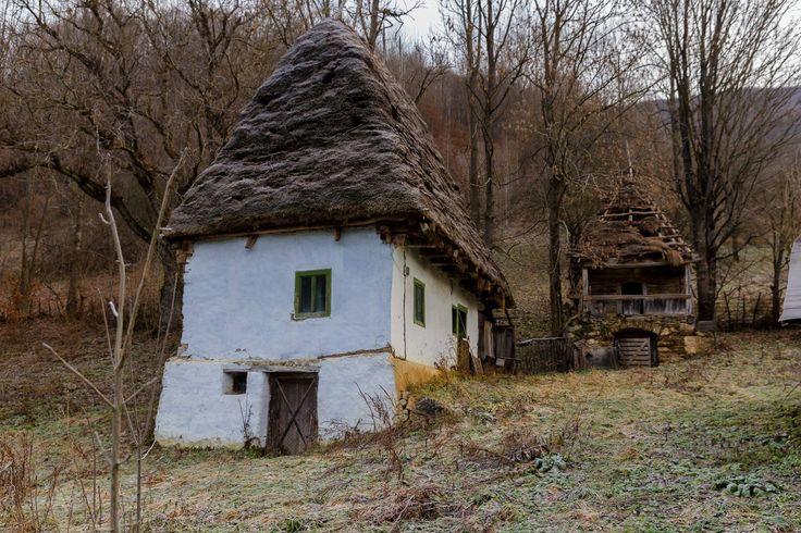 Căsuţă şi acaret în munţii Apuseni. 2015