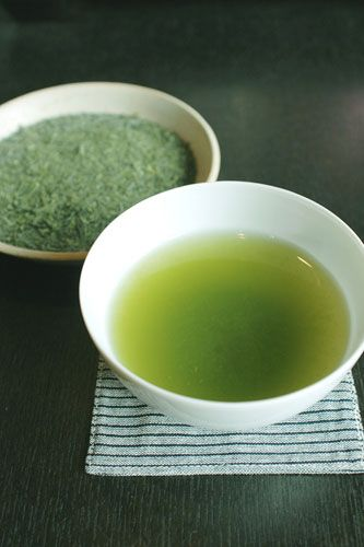 シンプルな緑茶画像。