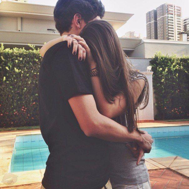 Resultado de imagen para cameron dallas abrazando a una chica