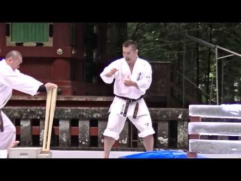 国際空手道連盟・極真会館の奉納演武 - YouTube