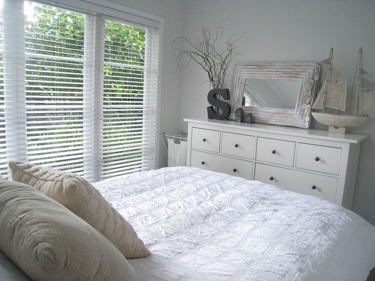 White Bedroom Desk Ikea In 2020 Zimmer Schlafzimmer Hemnes