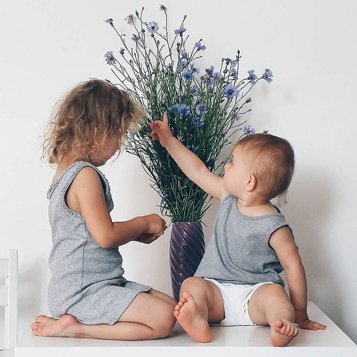 Dzień dobry w niedzielę  Łapcie dziś słonko i pozytywną energię na nadchodzący tydzień  u nas będzie bardzo intensywnie a ja chwilowo totalnie rozłożona  a już w sobotę weselicho siostry  #rodzicewsieci #corki #bedemama #rodzew2017 #rodzewsierpniu #momtobe #brzuchatki #siostry #instamatki #instadziecko #wielodzietni #rodzina #jestembojestes