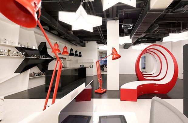 Lunettes géantes et design industriel chez Leo Burnett