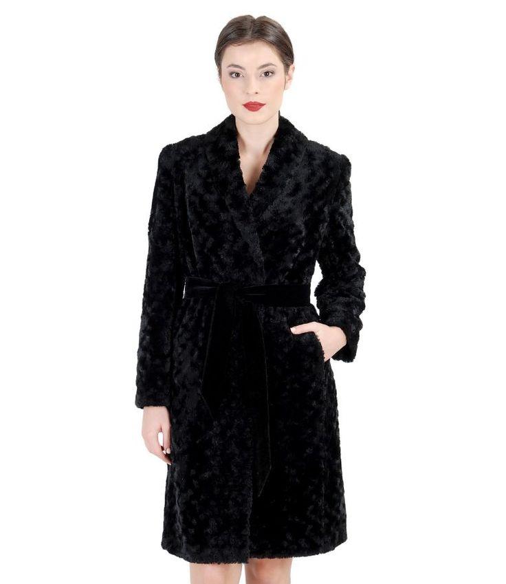 Palton din blana ecologica cu guler sal #yokkoinspiration #yokkothefashionstore #coat #fallwinter2015 #yokkoromania #fw15 #onlineshopping #fashion #madeinromania #outfit #feminity #instafashion