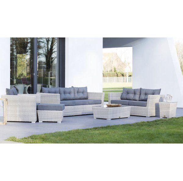 Ein Polyrattan-Gartenmöbel, das beeindruckt und sich auf der Terrasse genauso gut macht, wie im Garten oder Wintergarten. Das braune Geflecht aus 5 mm starken Kunst-Fasern wirkt wie natürliches Rattan, bietet aber eine erheblich bessere Langlebigkeit und Wetterbeständigkeit. Platz für bis zu 7 Personen. Mit dieser Polyrattan-Sitzgruppe sind Sie auch einer großen Runde gewachsen. Sie besteht aus einem 2er-Sofa, einem 3er Sofa und einem Sessel. Dazu kommt ein gepolsterter Hocker, der sich…