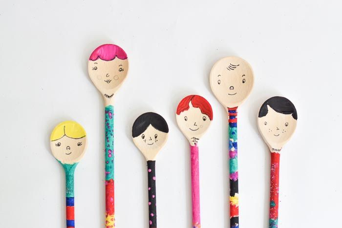 DIY Wooden spoon dolls by Wimke It's a rainy day. Take a look in your cutlery drawer, there is always something you can use. Grab some wooden spoons and draw faces on it. I am not a great artist but...