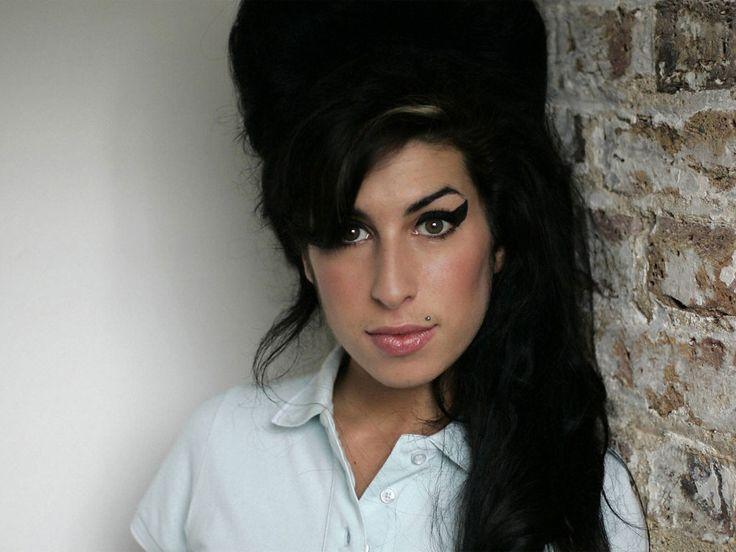 Amy Winehouse (14-09-1983 - 23-07-2011) - Biografias - Grupo Escolar