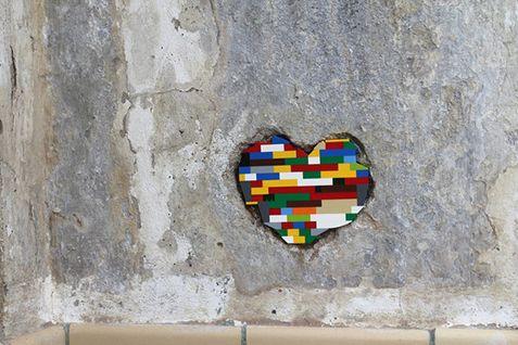 Μεταμορφώστε το γκρίζο της πόλης με μερικά τουβλάκια lego