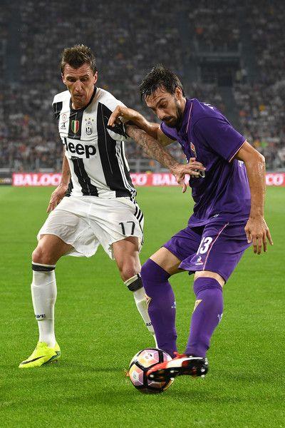 Mario Mandzukic (L) of Juventus FC competes with Davide Astori of ACF Fiorentina during the Serie A match between Juventus FC and ACF Fiorentina at Juventus Arena on August 20, 2016 in Turin, Italy.