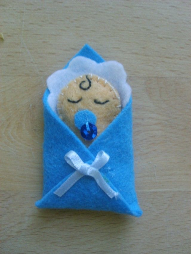 http://i29.servimg.com/u/f29/15/49/39/43/beba10.jpg....baby with pacifier wrapped in a blanket