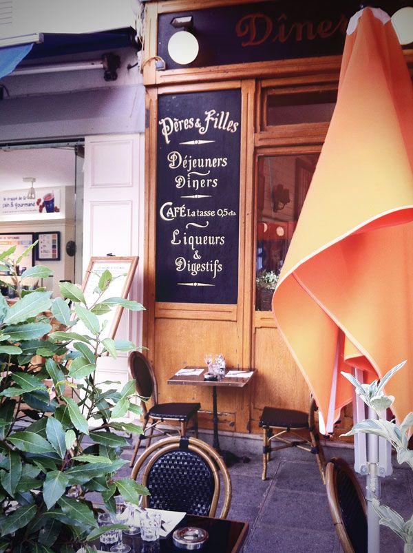 State pensando a una vacanza a Parigi? Ci ho abitato più di un anno e ho  perso il conto delle volte che ci sono tornata quindi si può dire che  sono abbastanza ferrata sull'argomento. E dato che questo blog è nato  proprio per condividere esperienze di viaggio, ecco le mie dritte per  organizzare una vacanza nella capitale Francese.