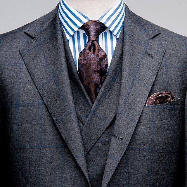 コーディネイト評価シリーズ。昨年から注目されているダブルベストのスリーピーススーツとネクタイ、チーフが完全にマッチしている。ロンドンストライプのシャツが気になるけど。 http://www.do-company.co.jp オーダースーツ専門店DoCompany  #今日の服 #今日のコーデ #今日のコーディネート #コーディネイト #メンズスタイル #メンズアパレル #メンズスーツ #メンズコーデ #スーツコーデ #スーツ萌え #スーツ男子 #スーツ姿 #スーツ #ブランド #ジャケットコーデ #紳士 #ドゥ・カンパニー