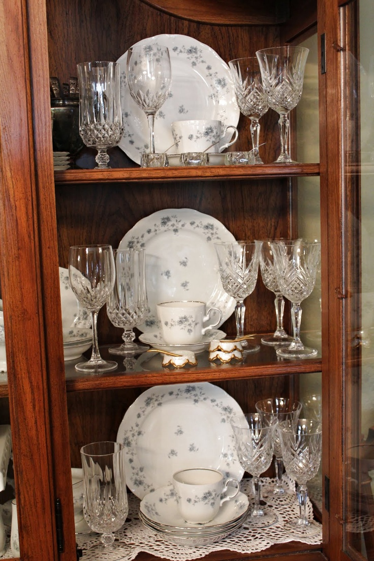 25 Best Ideas About Dish Display On Pinterest: Best 25+ China Cabinet Display Ideas On Pinterest