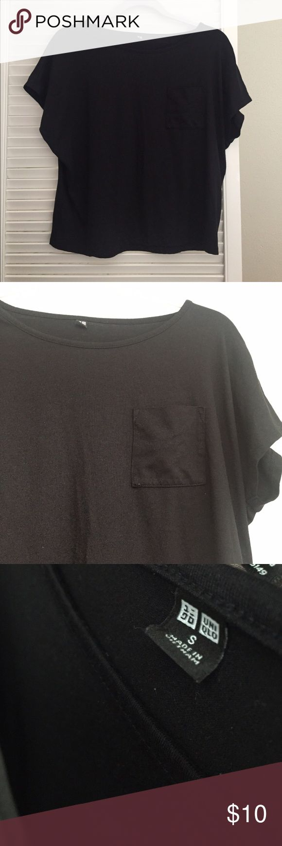 Uniqlo Boxy Top Comfortable and great quality boxy top from Uniqlo. Front pocket detail. Great to wear casually. Loose fit. Uniqlo Tops Tees - Short Sleeve