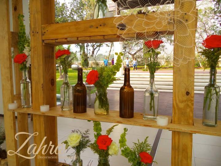 Botellero / Velas y flores
