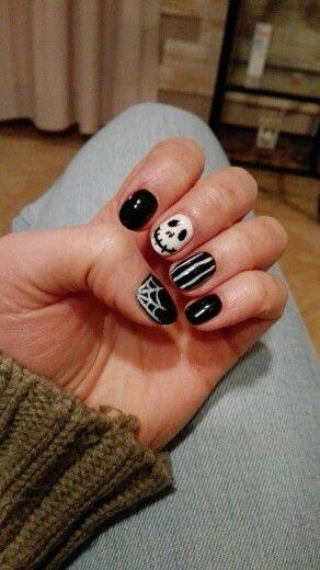 Spooky nails! I know halloween was few weeks ago, but it's all about having fun!!! #nail #nails #paznokcie #spooky #skull #strips #black #blacknails #dark #darknails #Halloween #zdobienia #instagirl #polishgirl #vanalai #hybrid #hybridnails #hybrydy #hybrydymanicure #czaszka #paski #pajęczyna #spiderweb
