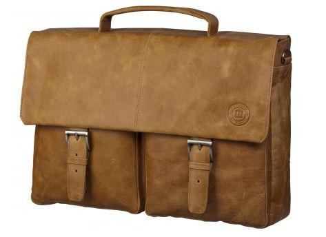 We are all about luxury for less! That's why we want to recommend you this classic leather briefcase in golden tan. This briefcase is made in pure leather and is equipped with pockets, that gives it a fashionable look. The design is very focused on durability and functionality, which makes this briefcase perfect for travelling with your laptop or MacBook. Use it, wear it and love it.