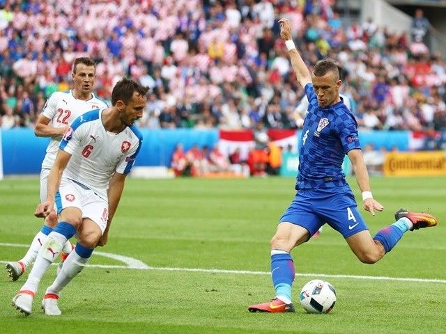 Result: Czech Republic stun Croatia with late draw marred by crowd trouble