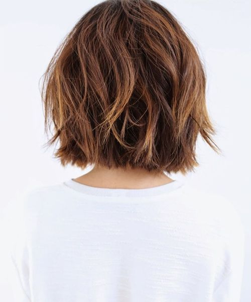Hintere Ansicht von Super Chic Short Bob Frisuren …