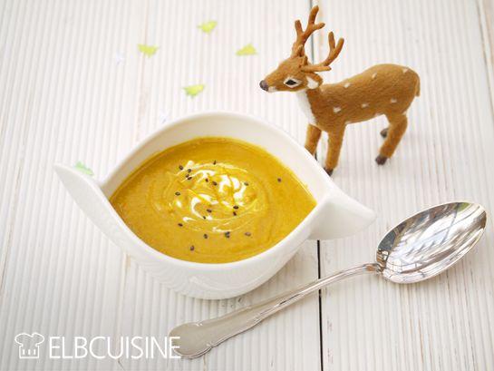 Volle Punktzahl!  Ein himmlische Suppe mit Möhren, Lebkuchen und Zimt, die sicher auch dem Christkind schmecken würde! So könnt ihr euch ganz sanft in Weihnachtsstimmung bringen. Jetzt ist genau die richtige Zeit, am Wochenende wird es schön kalt und überall kommt d ...