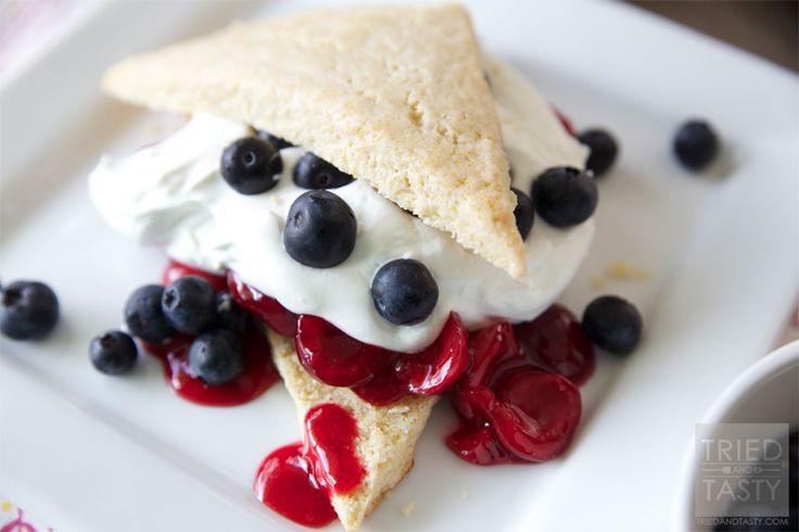 @Yvonne Feld [TriedandTasty]'s Red, White & Blue Cherry Blueberry Shortcakes look to be a fabulous breakfast to start off a patriotic holiday! /ES