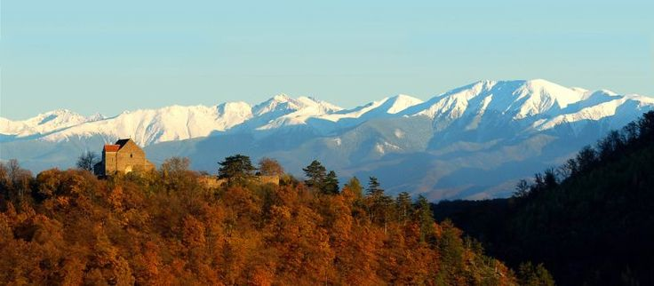 Transylvania, ranked in top 10 best fall destinations http://ivisit.ro/?p=2366