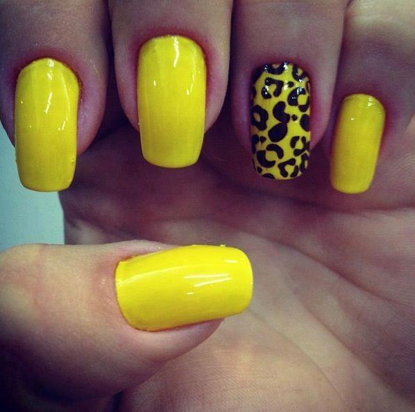 Unhas amarelas.