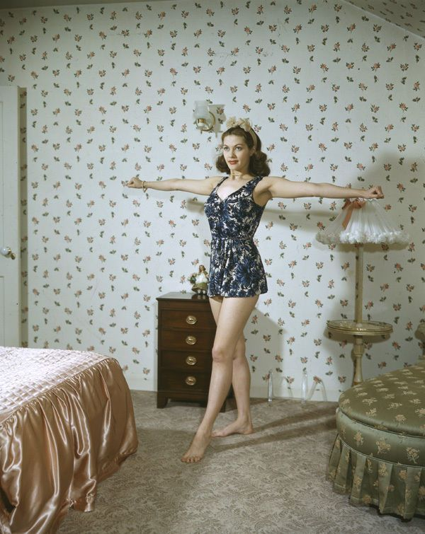YVONNE DE CARLO Stunning barefoot leggy pin up 4x5 Photo rich Color TRANSPARENCY | eBay