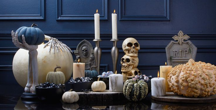 Eat, drink & be scary! Perfect décor for any chic & scary Halloween party.