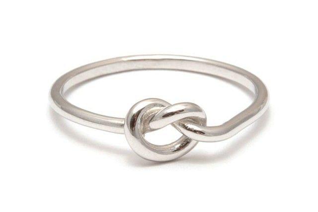15 anillos de compromiso que no están hechos de diamantes