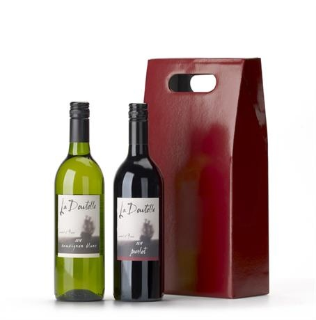 Celebrate Christmas with this Christmas wine hamper, a great duo of classic French wines. A red and white wine to complement any occasion and celebrate Christmas.
