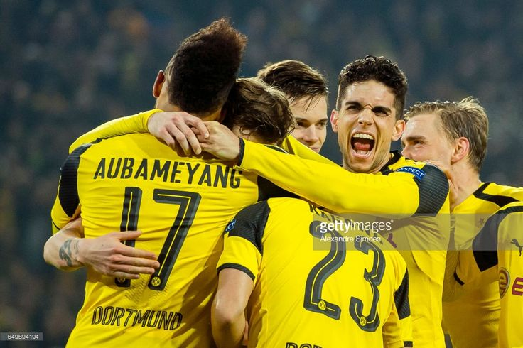Pierre-Emerick Aubameyang of Borussia Dortmund celebrates after scoring the 4:0 together with his team mates during the UEFA Champions League Round of 16: Second Leg match between Borussia Dortmund and SL Benfica at Signal Iduna Park on March 08, 2017 in Dortmund, Germany.