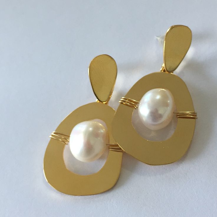 Earrings gold plated brass & Pearl