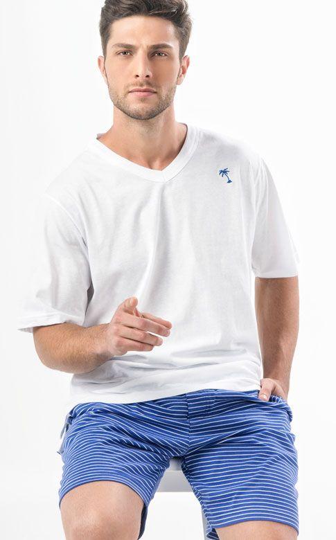Ref. 7461 -  Camiseta de meia malha em algodão de gola V com coqueiro bordado e mini aberturas laterais fazendo conjunto com  bermuda de meia malha listrada em fio tinto com bolsos e braguilha. http://www.mixtepijamas.com.br/