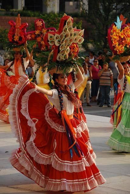 International festival Guelaguetza in Oaxaca, Mexico. Cultures Du Monde, World Cultures, Mexican Folk Art, Mexican Style, Art Chicano, Mexican Heritage, Mexican Dresses, Mexican Outfit, Mexicans