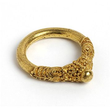 Ring. V & A Museum. England, Britain (made). 800-900 (made). Gold, granulation, filigree. In contrast to the rich garnet-set jewellery of the earlier Anglo-Saxon period, finger rings of the ninth century are rarely adorned with precious stones. The skills of the goldsmith are seen in this example, where the different techniques of filigree and granulation are combined to produce an elaborately decorated ring.