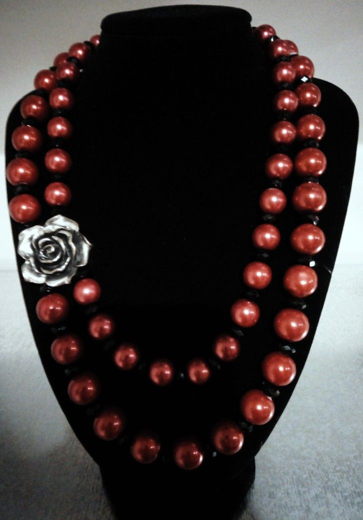 Double strand rose necklace