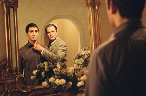 Still of Kyle MacLachlan and Jimi Mistry in Touch of Pink (2004) | Essential Gay Themed Films To Watch, Touch of Pink http://gay-themed-films.com/watch-touch-of-pink/