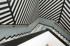 Stairway in a museum (on Explore) (Jan van der Wolf) Tags: lines museum architecture stairs composition stripes denhaag handrail gemeentemuseum trap lijnen strepen berlage leuning compositie map13497v