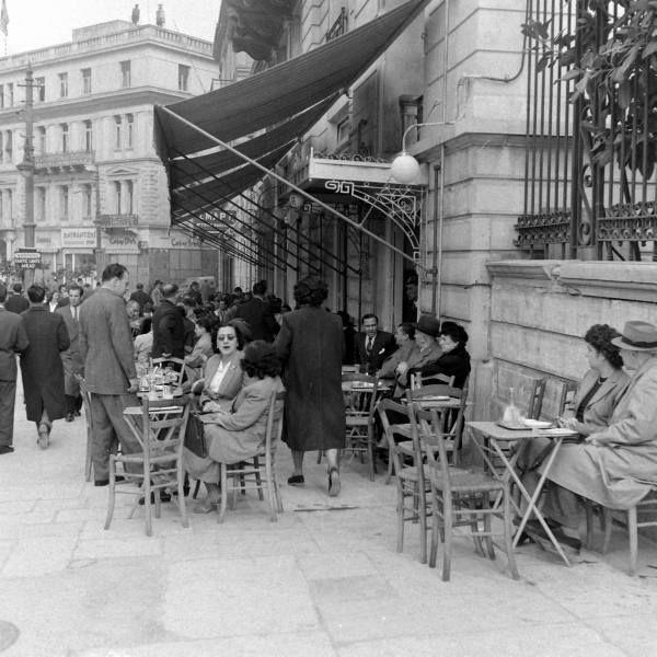 ΣΗΜΕΙΩΣΕΙΣ | 21 υπέροχες φωτογραφίες μιας Αθήνας απ' τα παλιά